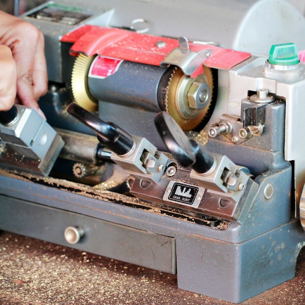 how to make keys with the key duplicator machine